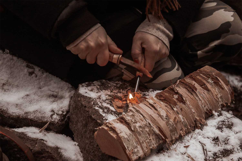 göra upp eld med tändstål